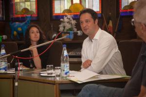 Bürgermeister Joachim Reimann klärt über die aktuelle Lage in Niedernhausen auf.